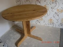 table,round ,solid wood in Ramstein, Germany